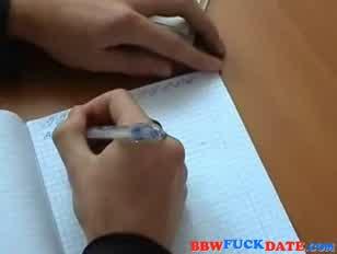 A bbw tanárnak van egy kacér tanítási módszere